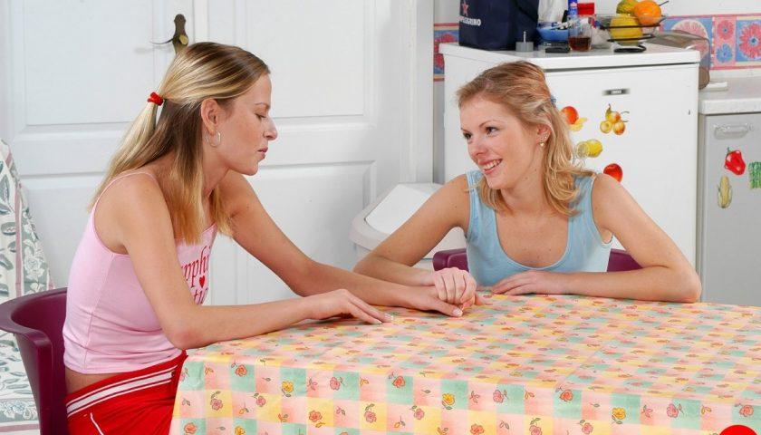 фото лесбиянки с игрушками худенькая