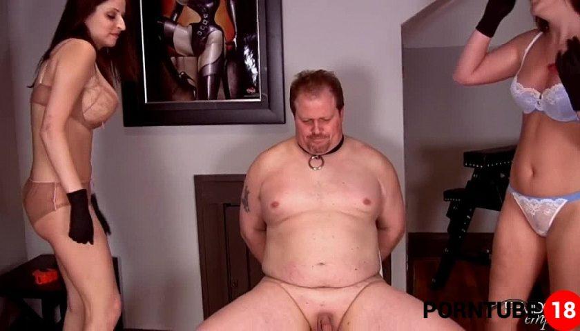 Eating Cum Pussy Threesome